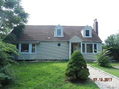 96 Canaan Lake Dr, Patchogue, NY 11772