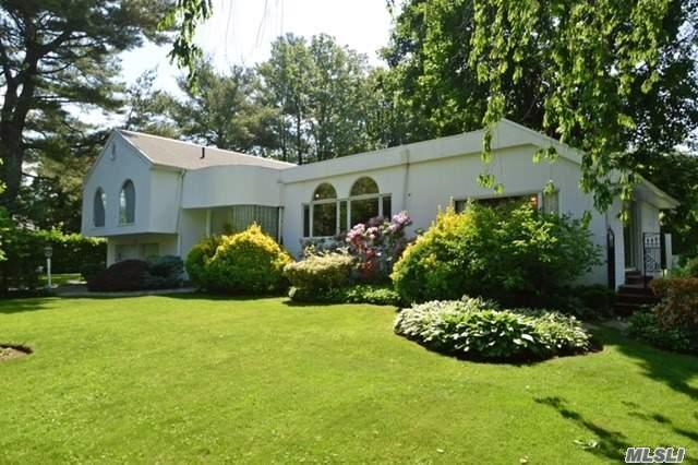 1 Harbour Rd, Great Neck, NY 11024