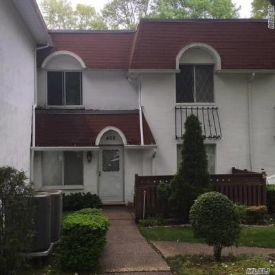Photo of 408 Clubhouse Ct, Coram, NY 11727