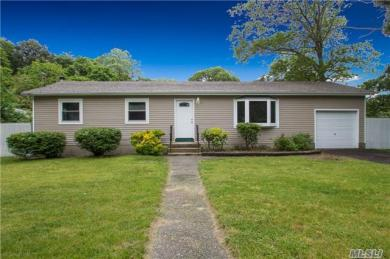 36 Smith Ave, Middle Island, NY 11953