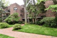 75 Knightsbridge Rd #1c, Great Neck, NY 11021