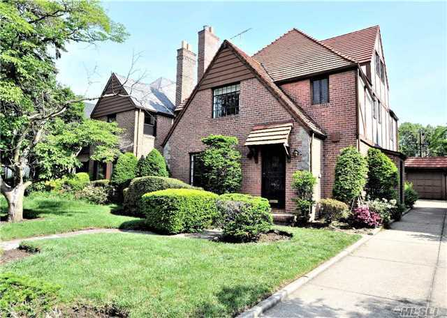 Brick One Family House In Forest Hills