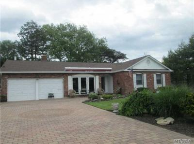 Photo of 77 Sequams Ln, West Islip, NY 11795