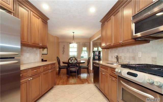 180 S Middle Neck Rd #2-g, Great Neck, NY 11021