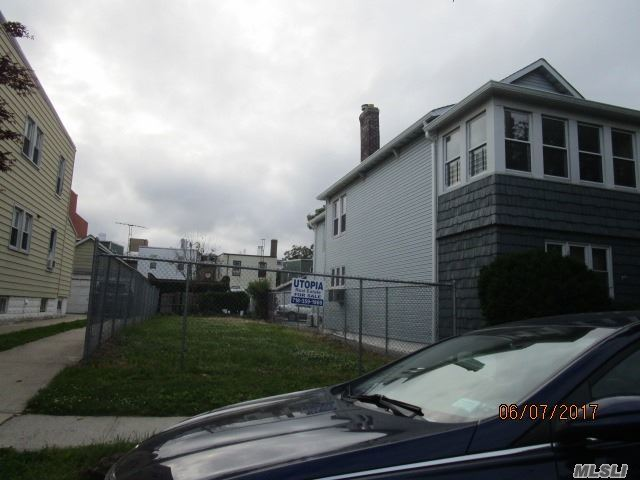 15-17 125th St, College Point, NY 11356