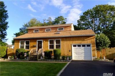 Photo of 22 Laurel St, Patchogue, NY 11772
