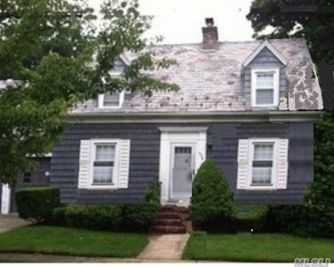 2578 Washington Ave, Oceanside, NY 11572