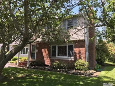 Photo of 260 Handsome Ave, Sayville, NY 11782
