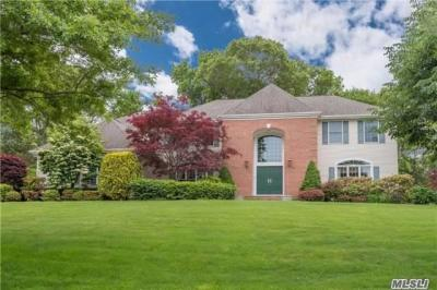 Photo of 42 Hunting Hollow Ct, Dix Hills, NY 11746