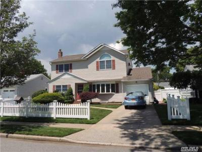 Photo of 3477 Bunker Ave, Wantagh, NY 11793