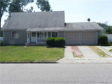28 Gaymore Rd, Pt Jefferson Sta, NY 11776