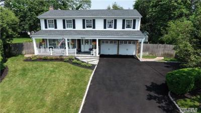 Photo of 18 Marlboro Ln, East Islip, NY 11730