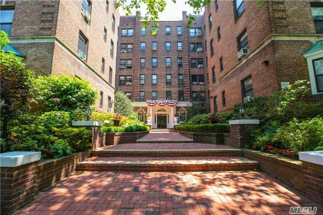 21 Barstow Rd #5d, Great Neck, NY 11021