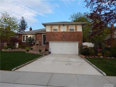 Photo of 1379 Odell St, Wantagh, NY 11793