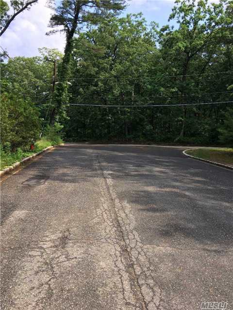 Lot # 3 Md Crest Hollow Ct, Farmingdale, NY 11735