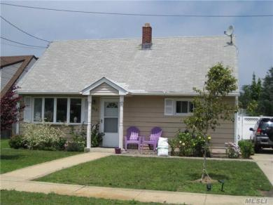 410 Front St, Bellmore, NY 11710