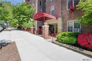 67-25 Clyde St #3b, Forest Hills, NY 11375