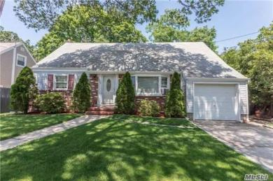1807 Adelaide Ct, East Meadow, NY 11554