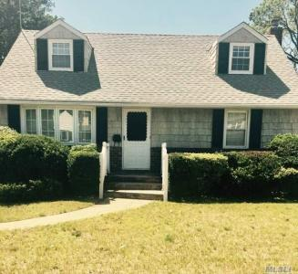 2108 Maple St, Wantagh, NY 11793