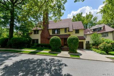 Photo of 147 Whitson St, Forest Hills, NY 11375
