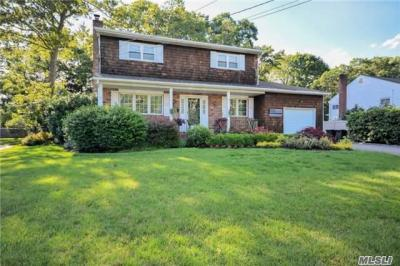 Photo of 35 Schoolhouse Rd, East Islip, NY 11730