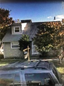 411 W Roquette Ave, Floral Park, NY 11001