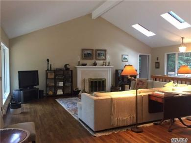 35 Fairway Pl, Cold Spring Hrbr, NY 11724