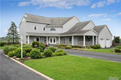 Photo of 3 Landing Ln, West Islip, NY 11795