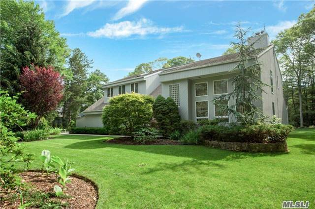15 S Equestrian Ct, Hauppauge, NY 11788