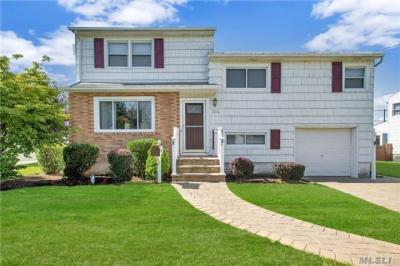 Photo of 334 N Virginia Ave, N Massapequa, NY 11758