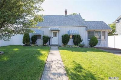 Photo of 73 Hyacinth Rd, Levittown, NY 11756