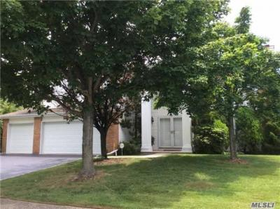 Photo of 156 Country Club Dr, Commack, NY 11725