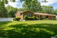 76 River Heights Dr, Smithtown, NY 11787