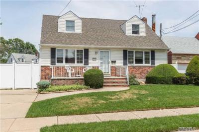 Photo of 2227 1 St, East Meadow, NY 11554