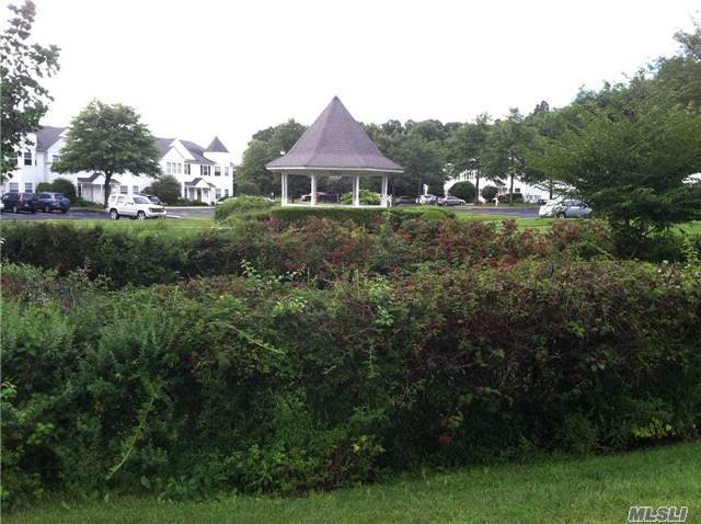 33 Country View Ln, Middle Island, NY 11953