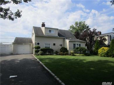66 Twin Ln, Wantagh, NY 11793