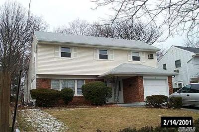 Photo of 81 Bloomingdale Rd, Levittown, NY 11756