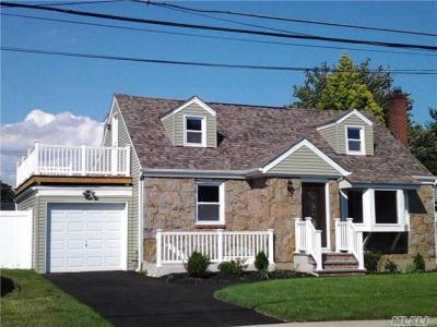 Photo of 295 Oltmann Rd, East Meadow, NY 11554