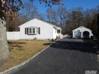 21 Forest Ln, Coram, NY 11727