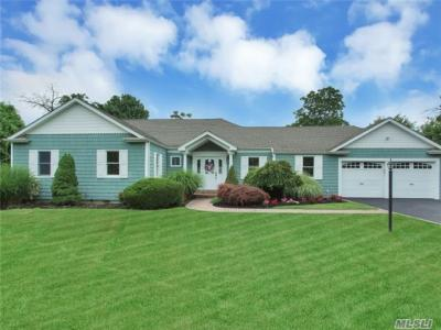 Photo of 86 Wagstaff Ln, West Islip, NY 11795