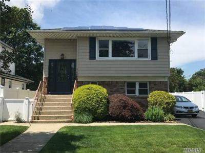 Photo of 640 Bellmore Rd, East Meadow, NY 11554