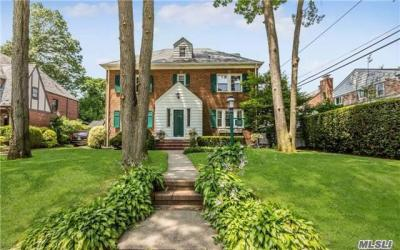 Photo of 16 Parkwold Drive W, Valley Stream, NY 11580