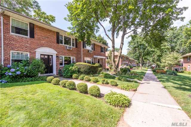 17 Madison Park Gdns #L, Port Washington, NY 11050