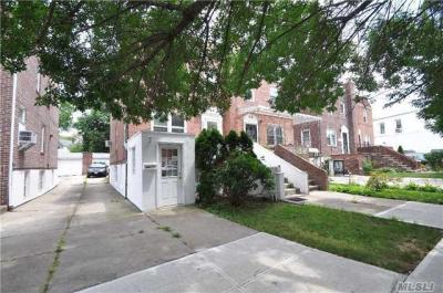 Photo of 68-65 Selfridge St, Forest Hills, NY 11375