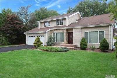 Photo of 11 Long Meadow Rd, Commack, NY 11725