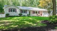71 River Heights Dr, Smithtown, NY 11787