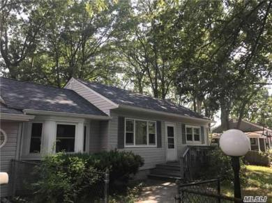 72 W Engelke St, Patchogue, NY 11772