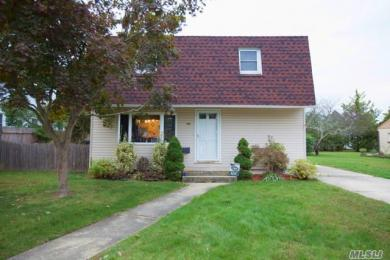 1354 Peters Blvd, Bay Shore, NY 11706