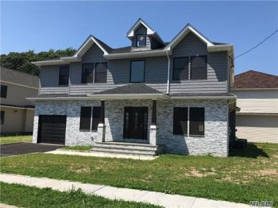 Photo of 552 Dover Rd, Oceanside, NY 11572