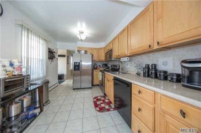 Photo of 65 Hill Ln, Levittown, NY 11756